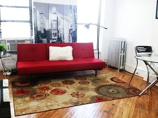 A beautiful Jr.1BR apt-only 12 minutes 2 Manhattan