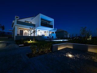 Luxurious Villa Flavia with Seaview, Swimming Pool, Novaglia