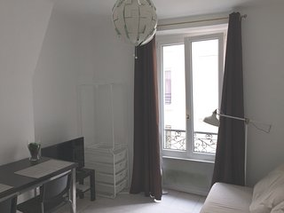 Charmant studio idéalement placé/Pretty apartment