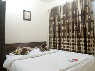 Room in 3 BHK apartment, Hiranandani Powai JVLR, Bombay