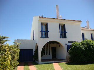 A Lovely Portuguese Villa with pool sleeps 8