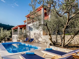 New villa with private beach, Blato