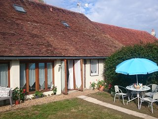Holiday accommodation for 4, garden & private pool, Noyant