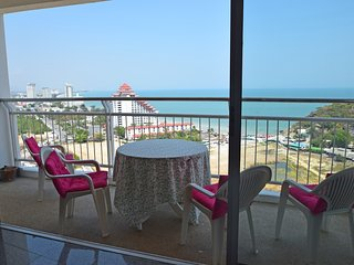 PANORAMIC SEA VIEW CONDO 16th floor, at the beach, Hua Hin