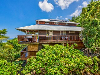 BEACH Villa--Sweeping OCEAN  VIEWS! 2 Min. BEACH!, Captain Cook