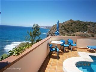villa con piscina junto al mar Nerja Malaga
