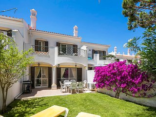 Beautiful 3 Bedroom Townhouse sleeps 6, Quinta do Lago