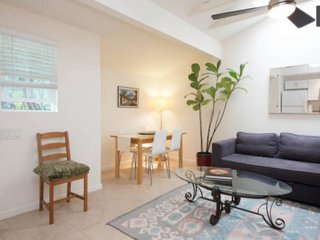 Furnished 1-Bedroom Cottage at Walgrove Ave & Dewey St Los Angeles, Santa Monica