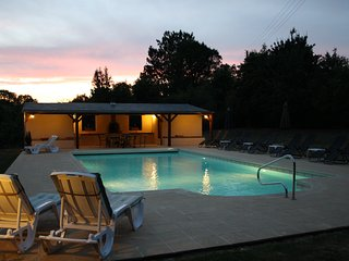 'Wisteria Gite' with Heated pool, Perfect for LM24hr/Classic/Relaxing/Families, Asnières-sur-Vègre