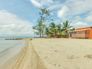 Secluded seaside cabana with beach access, a porch & hammock!, Dangriga