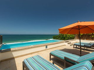 Los Veneros Serene Penthouse. Beach front. Private pool