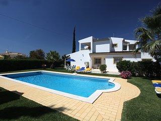 Vila in Salgados, Albufeira,spacious garden,pool, Guia