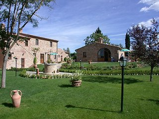 2 bedroom Apartment in Montepulciano, Tuscany, Italy : ref 5034953