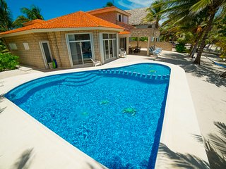 Un Pedacito del Cielo - Sugar Fine, White Sandy Beach & Amazing Kids-Safe Pool