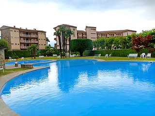 1 bedroom Apartment with Pool and Walk to Beach & Shops - 5054467
