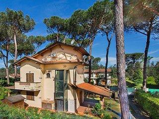 4 bedroom Villa in Marina Pietrasanta, Versilia, Italy : ref 2253663