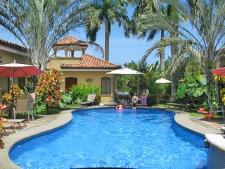 Casa Tucan - Resort Villa close to the pool, Playa Hermosa