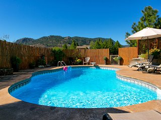 Mini Resort mins to beach and downtown Peachland