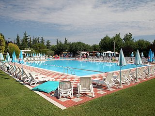 Peschiera del Garda Holiday Home Sleeps 4 with Pool Air Con and WiFi - 5702442