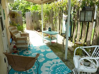 Cozy Beach Side Guesthouse 1 Block from the Beach!, Cap Canaveral