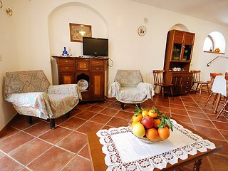 2 bedroom Villa with Air Con, WiFi and Walk to Beach & Shops - 5056701