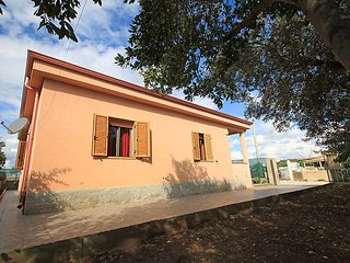 3 bedroom Villa with WiFi and Walk to Beach & Shops - 5056734