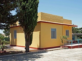 2 bedroom Villa with Walk to Beach & Shops - 5056737