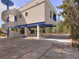 3 bedroom Villa with Air Con, WiFi and Walk to Beach & Shops - 5696653