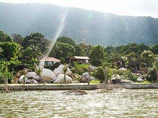 Chez Vu Phu Quoc Rock beach bungalow, Ham Ninh