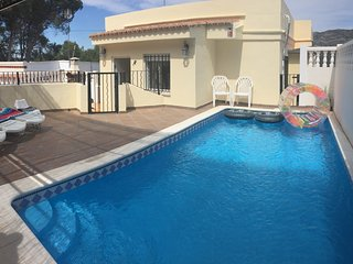 Family Villa with pool and games room - sleeps 7, Alzira