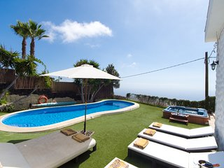 ISA4605141| Stunning 3/4 Bedroom Villa. Beautiful Views. Private Heated Pool., Adeje