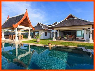 Villa 44 - Beach front (sleeps 14 + 6 kids) in-villa chef service and shared gym, Mae Nam