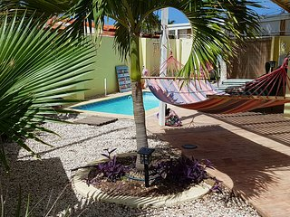 CASA DORA, great home with pool & close2beach., Noord