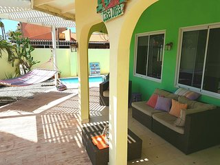 CASA DORA, comfy apt with pool & close2beach., Noord