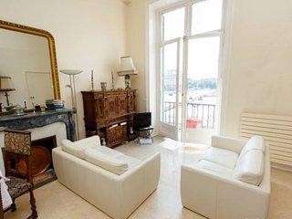 Classic St Honore Two Bedrooms ( 1 arr ), Paris