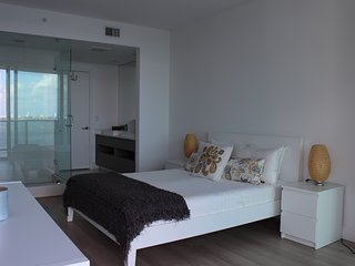 Huge Apt. in front of the Ocean 2 bed/2bath wifi