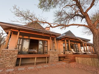 Nkanyi House- on wildlife estate near Kruger Park