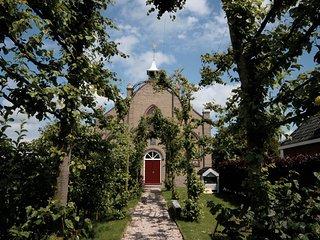 Vakantiehuis in een buitengewoon sfeervol kerkje, Sexbierum