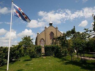 Vakantiehuis in een buitengewoon sfeervol kerkje