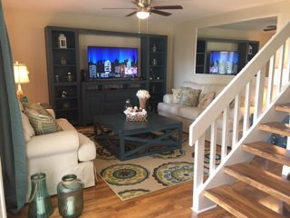 New & Spacious in GREAT Location! Bring Fido!, Cocoa Beach