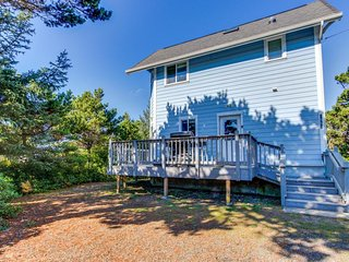 Wonderful dog-friendly home close to the sandy beach shores & Historic Downtown