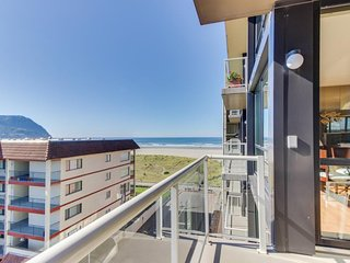 Partial Ocean view condo with  pool with wonderful, modern decor., Seaside