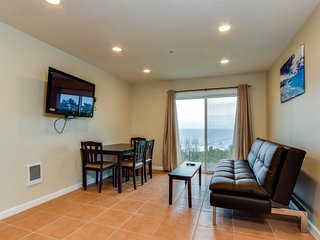 Oceanview condo: dog-friendly & close to the beach & everything in town, Lincoln City
