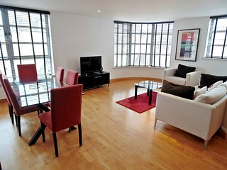 Still Life Liverpool Street Deluxe Two Bedroom Apartment