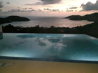 Casa Monarca. Best sunsets in Playa La Ropa, Zihuatanejo. 5 bd, sleeps 18p.