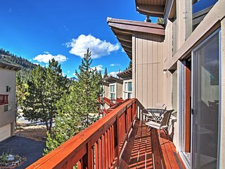 3BR South Lake Tahoe Townhome w/Private Deck!