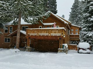 "Ski Squaw*Walk to Town*2 Kitchens*3 FP's*70""TV*Pooltable*Barbecue Room Pub Table, Tahoe City"