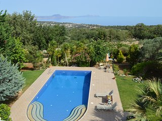 Villa Ioli for Families w/ Private Pool,walking to restaurants+BBQ. 5km to beach