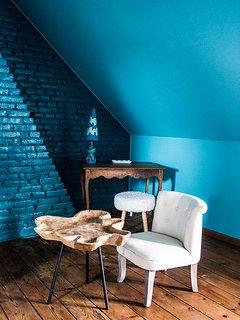 Le coin salon de la chambre bleue