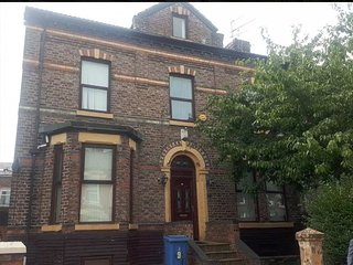 Family Room in the Heart of Liverpool R3
